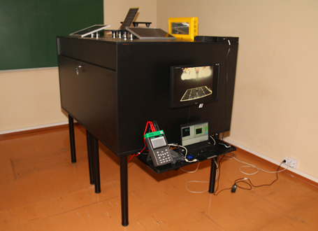 Solar panel testing bench
